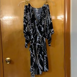 CACHE CHAIN OPEN SLEEVES BLACK AND WHITE DRESS